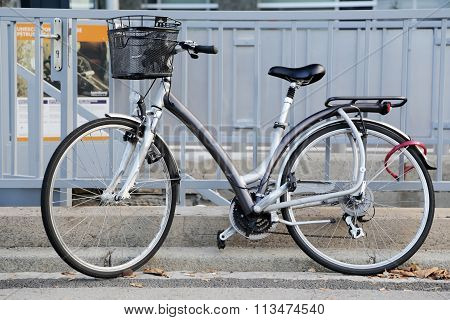 classic city bicycle basket