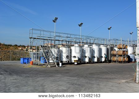 temperature controlled fermenters and storage tanks for wine