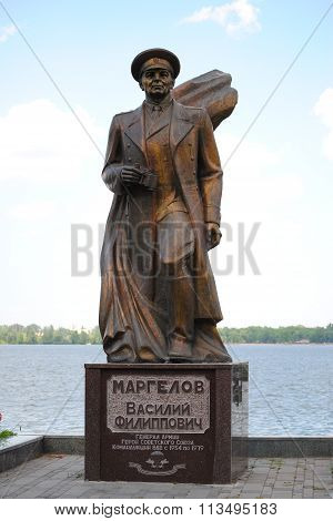 Monument to Vasily Margelov on the Dnieper.