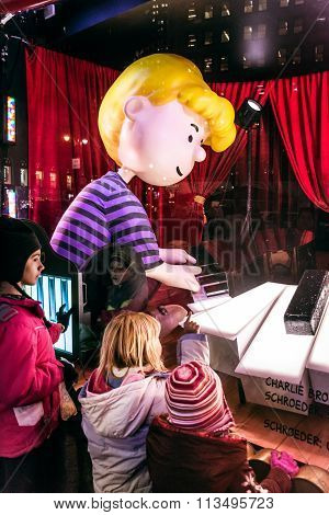Macy's Peanuts Window