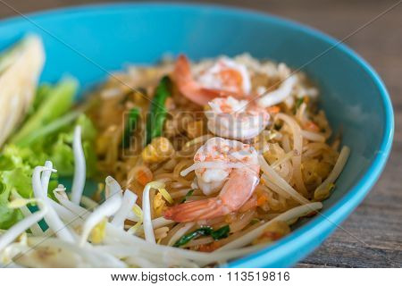 Fried Noodles Vermicelli With Egg And Fresh Shrimp (pad Thai)