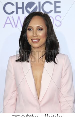 LOS ANGELES - JAN 6:  Cheryl Burke at the Peoples Choice Awards 2016 - Arrivals at the Microsoft Theatre L.A. Live on January 6, 2016 in Los Angeles, CA