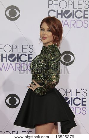 LOS ANGELES - JAN 6:  Renee Olstead at the Peoples Choice Awards 2016 - Arrivals at the Microsoft Theatre L.A. Live on January 6, 2016 in Los Angeles, CA