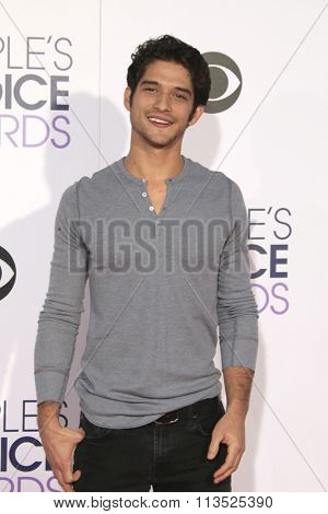 LOS ANGELES - JAN 6:  Tyler Posey at the Peoples Choice Awards 2016 - Arrivals at the Microsoft Theatre L.A. Live on January 6, 2016 in Los Angeles, CA