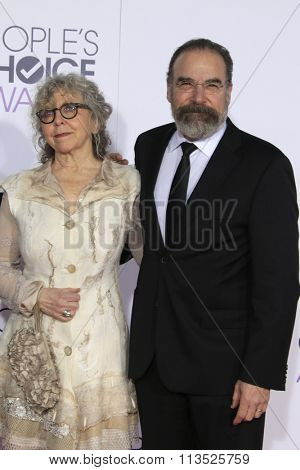 LOS ANGELES - JAN 6:  Kathryn Grody, Mandy Patinkin at the Peoples Choice Awards 2016 - Arrivals at the Microsoft Theatre L.A. Live on January 6, 2016 in Los Angeles, CA