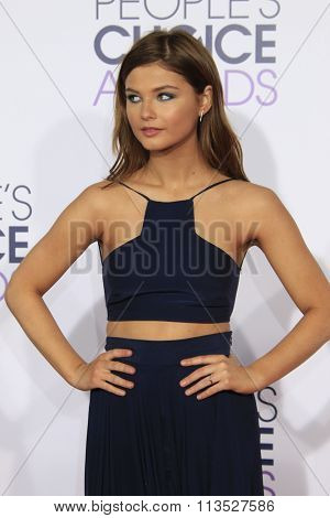 LOS ANGELES - JAN 6:  Stefanie Scott at the Peoples Choice Awards 2016 - Arrivals at the Microsoft Theatre L.A. Live on January 6, 2016 in Los Angeles, CA