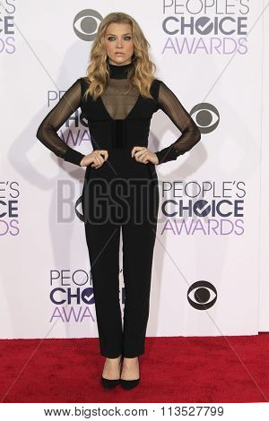 LOS ANGELES - JAN 6:  Natalie Dormer at the Peoples Choice Awards 2016 - Arrivals at the Microsoft Theatre L.A. Live on January 6, 2016 in Los Angeles, CA