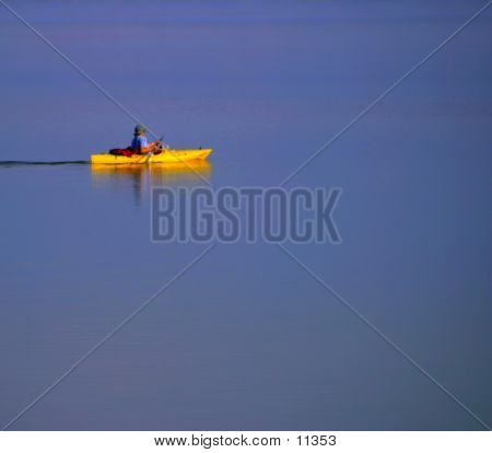 Kajakfahrer auf See