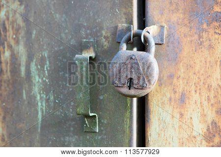 Totally Rusted Door Lock