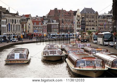 Amsterdam, The Netherlands - August 18, 2015: View On Rokin From Bridge Doelensluis. Street Life, Ca