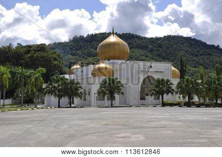 Seri Menanti Royal Tomb beside the Tuanku Munawir Royal Mosque