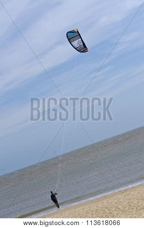 Kite surfer going into the sea