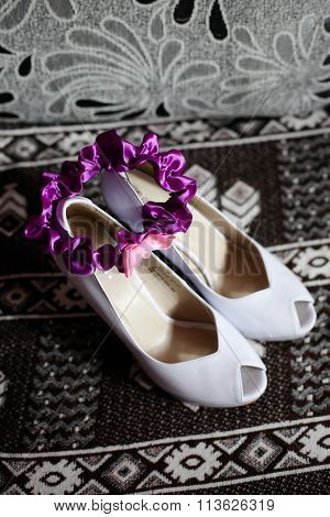 Bride wedding shoes white and purple garter