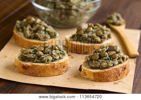 Lentil and Parsley Spread on Bread