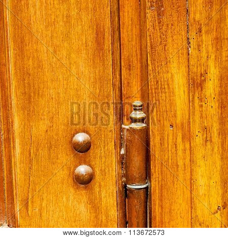 Old Door And Ancien Wood Closed House Antique Hinge