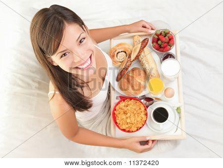 Desayuno en cama mujer