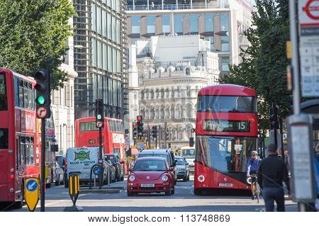 LONDON, UK - SEPTEMBER 10, 2015: City of London street and lots of people crossing the road. Lunch t