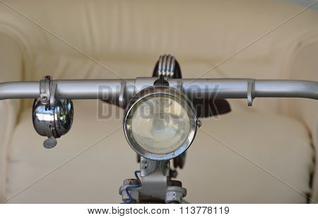 handle and spot light of tri wheels bicycle