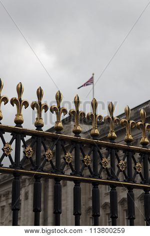 Fence detail at buckingham palace with flag in the background