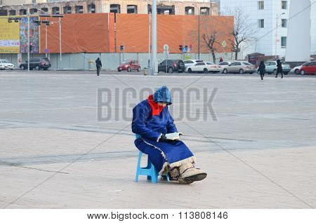 Ulaanbaatar, Mongolia-dec,03 2015: Mongolian Women Sitting In The Center Of Sukhbatar Square In Ulaa