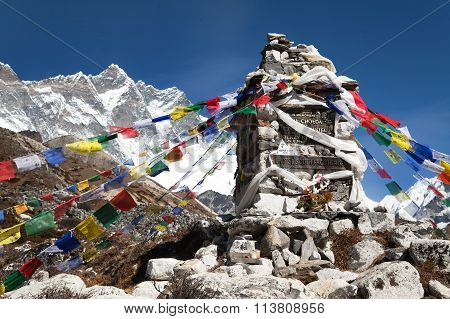 Memorial Of Lhotse South Face Heroes Under Mount Lhotse