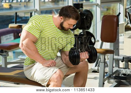 Bodybuilder in gym.