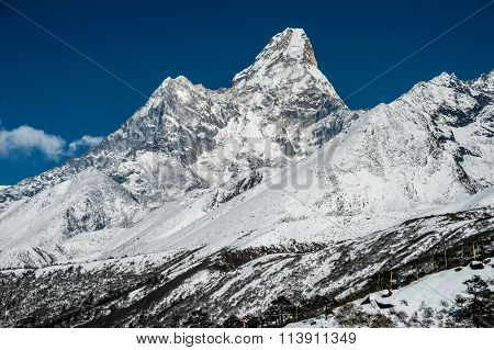 Ama Dablam Moutain (6814 M) In The Himalayas, Nepal