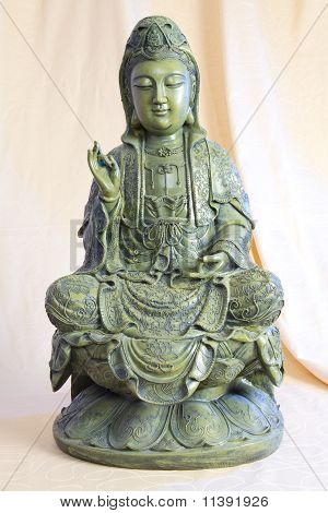 Bronze figure of meditating Buddha