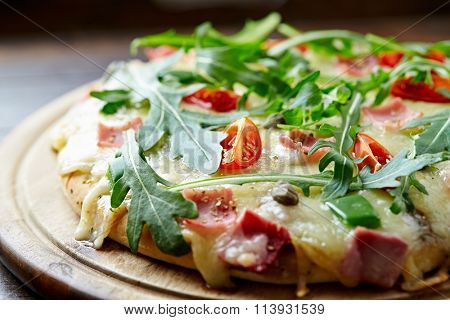 Cheese pizza with capers and arugula