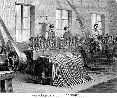 Capsulerie Bayonne, bench rolling mills, vintage engraved illustration. Magasin Pittoresque 1873.