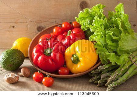 vegetables tomato pepper avocado lettuce asparagus