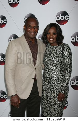 LOS ANGELES - JAN 9:  Viola Davis, husband at the Disney ABC TV 2016 TCA Party at the The Langham Huntington Hotel on January 9, 2016 in Pasadena, CA
