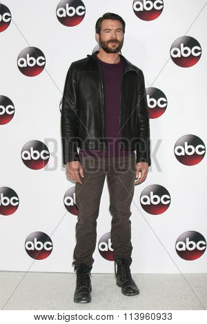 LOS ANGELES - JAN 9:  Charlie Weber at the Disney ABC TV 2016 TCA Party at the The Langham Huntington Hotel on January 9, 2016 in Pasadena, CA