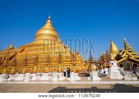 Shwezigon Paya, Bagan.