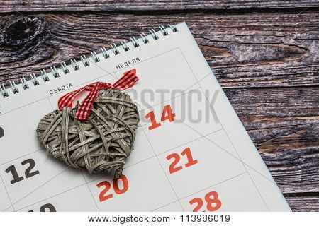 Calendar With 14Th February Date And Heart