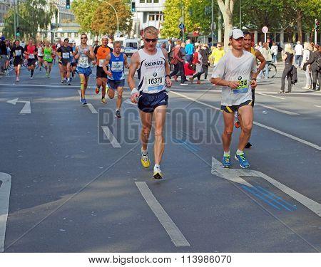 runners at Berlin Marathon