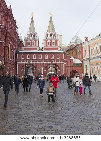Log In To The Red Square Through The Resurrection Gate