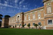 Постер, плакат: The building Vatican Pinakothek
