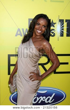 LOS ANGELES - JUN 25:  Nadine Ellis arriving at the 5th Annual Pre-BET Dinner at Book Bindery on June 25, 2004 in Beverly Hills, CA
