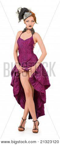 Chica en un vestido carmesí