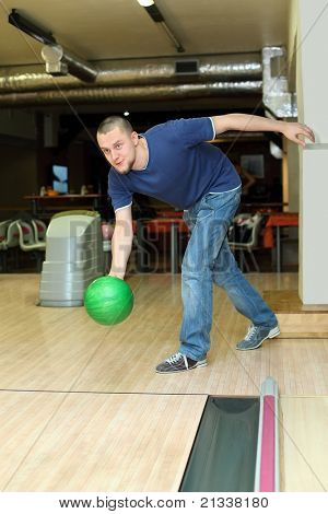 Fellow planted oneself for throw of ball in bowling club