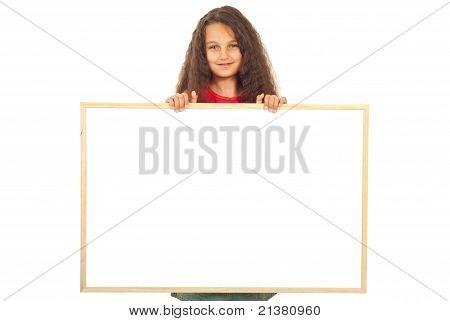 Mädchen mit leeren Banner