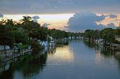 Постер, плакат: Майами жилой канал в сумерках