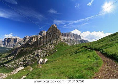 Camino sobre Pordoi Pass