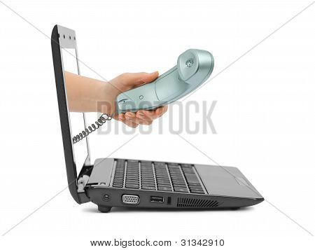 Hand mit Telefon und notebook