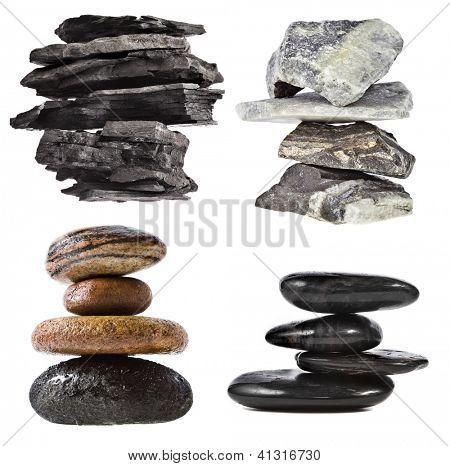 pila de torre de carbón negro, mármol, roca, aislado sobre fondo blanco del adoquín