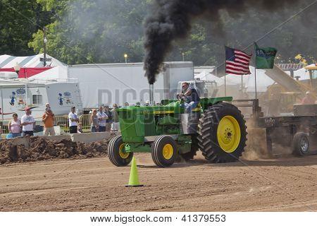 John Deere 6030 Tractor Pulling Fast