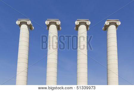 Four White Columns, Barcelona
