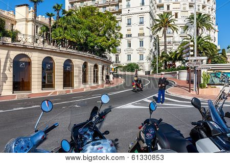 MONTE CARLO, MONACO - NOVEMBER 17, 2009: Policeman from Urban Police Division stand on roadway controlling traffic in Monte Carlo. National police force of Monaco consisting of 515 police officers.