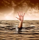 pic of drowning  - hand of man drowning in the sea - JPG